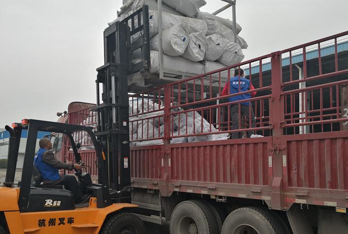 四川省民政厅向金沙江山体滑坡堰塞湖灾害区域紧急调运救灾物资
