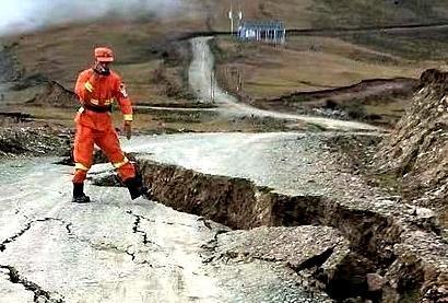 金沙江堰塞湖山体裂缝:河道二次阻绝可能性已不大