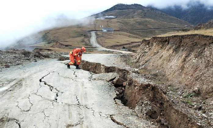 金沙江堰塞湖险情已缓解 四川取消防汛应急响应