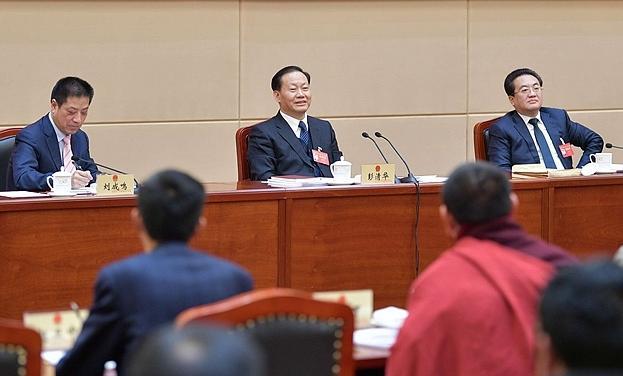 彭清华参加甘孜代表团审议