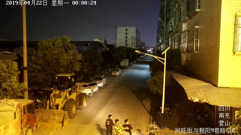 四名嫌疑人在营山县兴旺街四处寻找盗窃摩托车机会.jpg