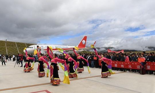 甘孜格萨尔机场建成通航