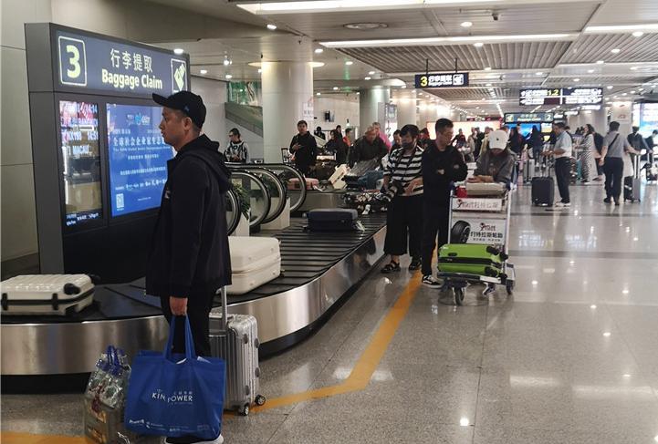 便民举措 成都海关试点托运行李先期机检 双流机场进境旅客不再为行李折腾