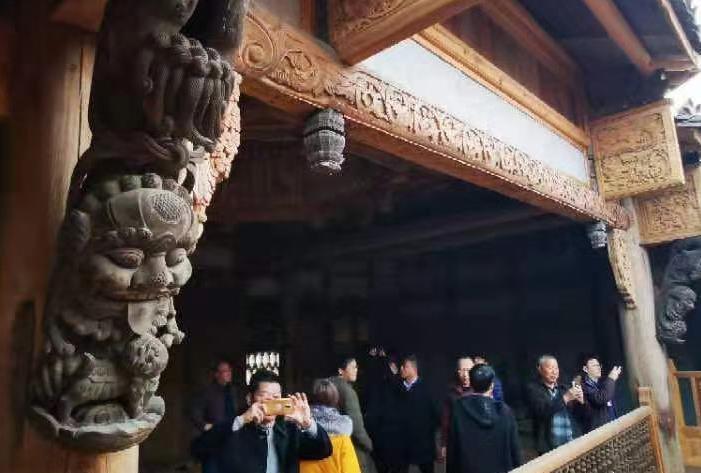 """""""秀恩爱""""的高级形式:江西退休夫妻  建了一座民俗博物馆"""