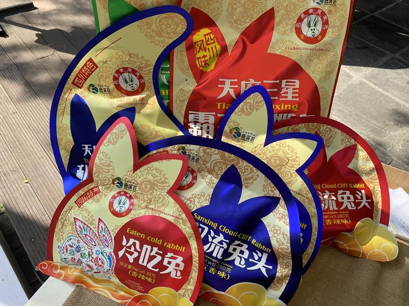 喜爱火锅的重庆食客也喜欢鹿溪荟的天府三星云崖玉兔.jpg