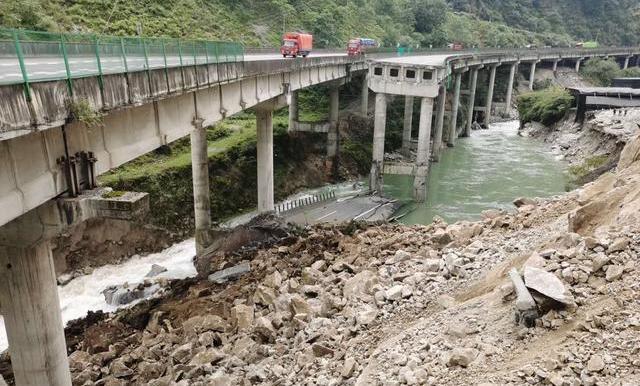 雅西高速断道处力争9月25日小车可通行