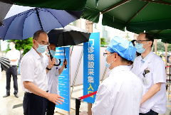 黄强代表省委省政府看望慰问一线医务人员,向全省广大医务工作者致以节日问候和崇高敬意