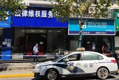 视频曝光:武汉枪击案后,嫌疑人持枪在街头拦车